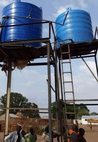 Byns ungdomar ordnar vattenförsörjningen